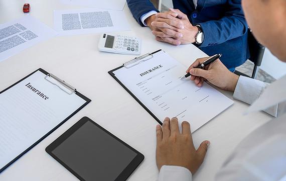 揭穿保險業務員沒說的真相!月月領息保單配息率高達28%,竟潛藏3大風險