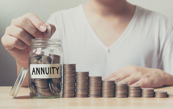 利率一降再降 利變年金險還值得當作存錢和累積退休金的工具嗎?