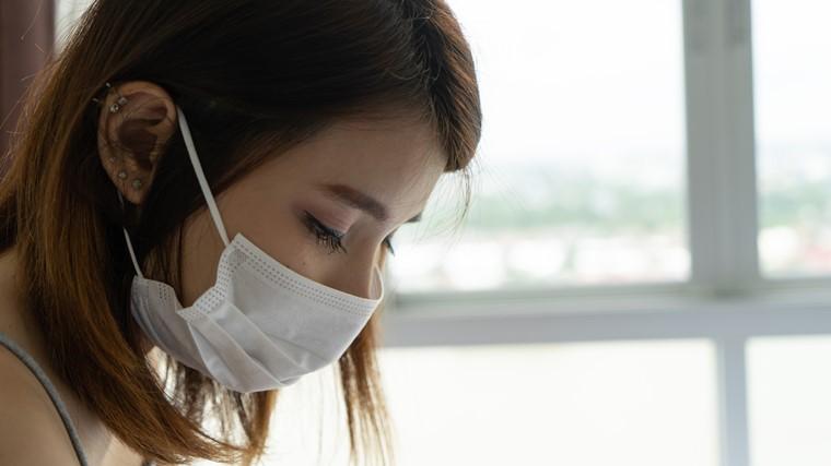 她不抽菸卻得肺腺癌!這2張保單必買,幫忙支付罹癌百萬醫療費+生活費!